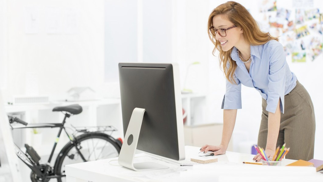 Ergonomia muncii la birou – poziții corecte pentru muncă la calculator